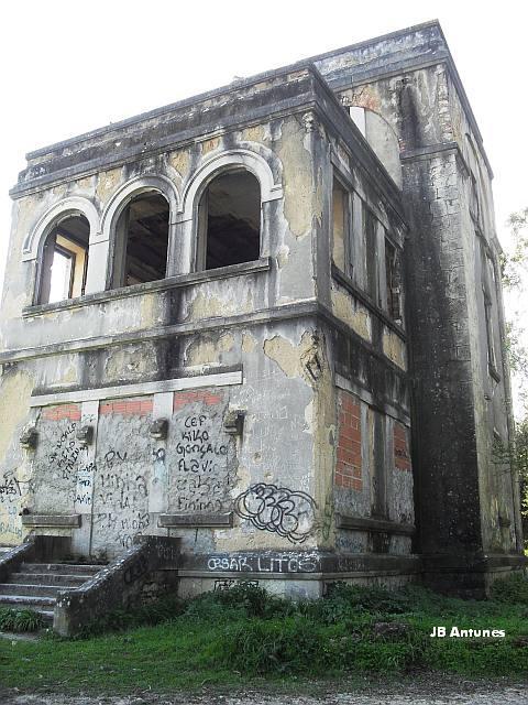 Um palacete em ruína na Quinta das Conchas no Lumiar (4/5)
