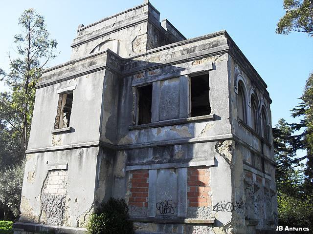 Um palacete em ruína na Quinta das Conchas no Lumiar (3/5)